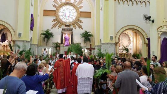 Padre Beto celebra Domingo de Ramos na Paróquia Sant'Ana